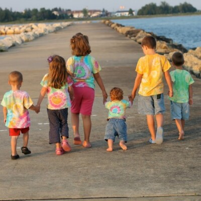 DIY Cousin Pictures: Easy Cousin Apparel with Tie Dye from Tulip