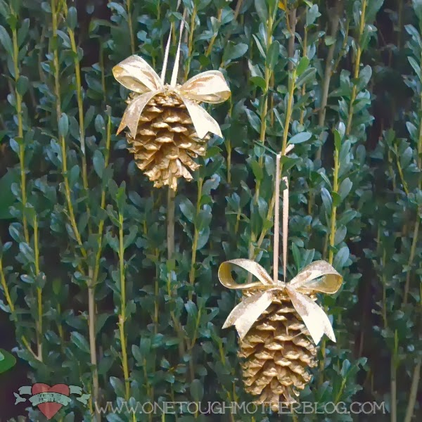 50 diy christmas ornaments do small things with great love for Homemade christmas decorations using pine cones