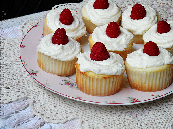 raspberry-cupcakes-7